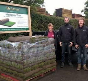 Rolawn Celebrate Selling 160 Millionth Roll of Turf by Donating £500 to Greenfingers Charity